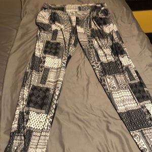 Hot Kiss Pants - Hot kiss black &white patchwork pattern joggers